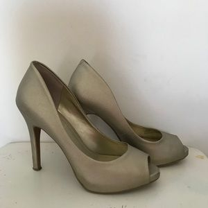 BCBGeneration Goldish/ Tan Pumps